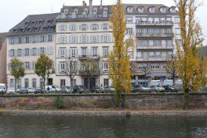 Straßburg, Quai Saint-Thomas, rechts Neubau an Stelle des Hotel de l'Esprit